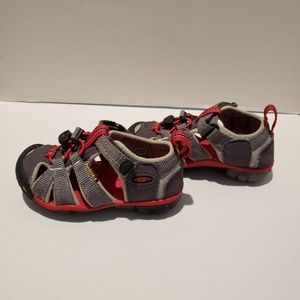 Keen red,black,and grey water resistant sandle